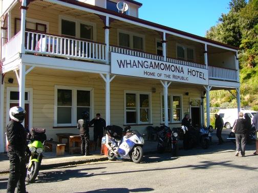 Wangamomona Hotel